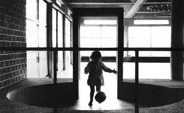 Orfanato-Municipal-de-Aldo-Van-Eyck-en-Amstelveenseweg-Amsterdam-1960-fuckyeahbrutalism.tumblr.com_