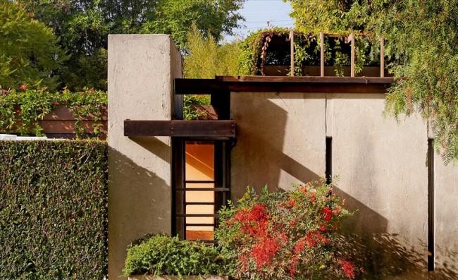 Casa-Schindler-Chace.-Madera-hormigón-y-cristal.-Exterior-jardín-650x397