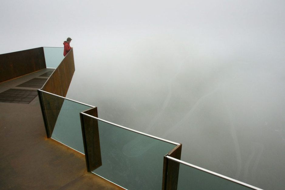 2_10-Lookout-point-with-fog¸Statens-Vegvesen_full
