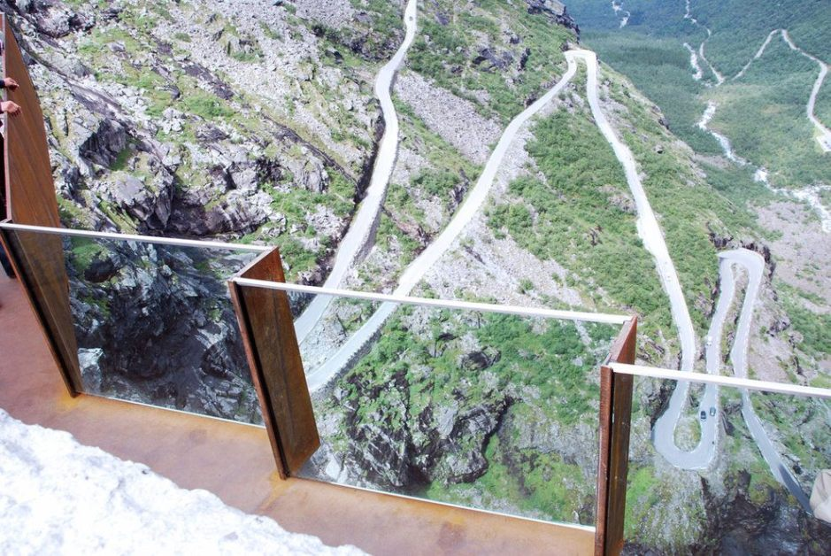 2_10-Lookout-point-with-road2¸Reiulf-Ramstad-architects_full