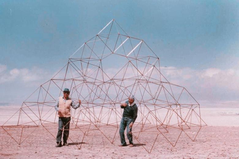 carlos-espinosa-macrodiamante_-attrape-nuage-structure-en-metal_-courtesy-professeur-carlos-espinosa