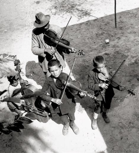 Gypsies, Balaton, Hungary_ 1931 Eva Besnyo