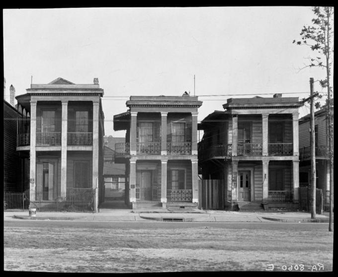 metalocus_Walker_Evans_Frame_Houses_New_Orleans_Louisiana_1936_12_1173