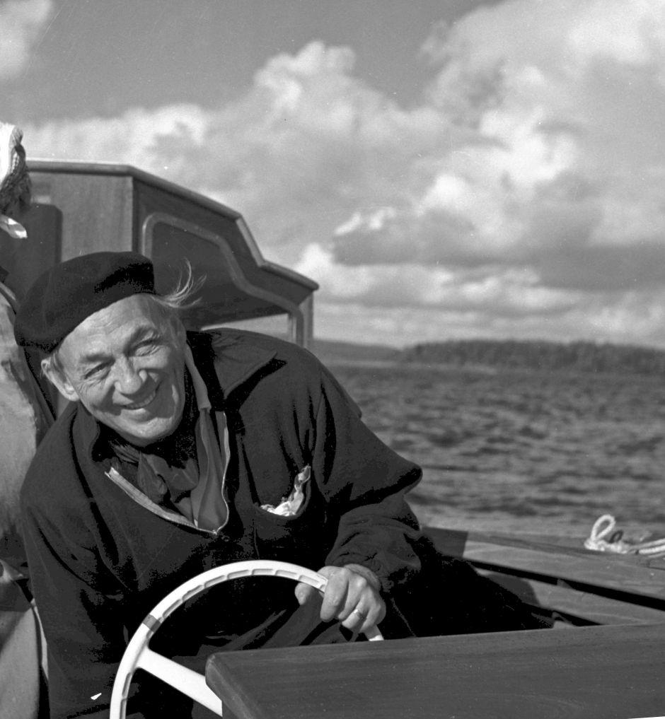 alvar-aalto-a-bordo-de-su-barco-i-nemo-propheta-in-patria-i-decada-de-1960-c-schildt-foundation-foto-goran-schildt