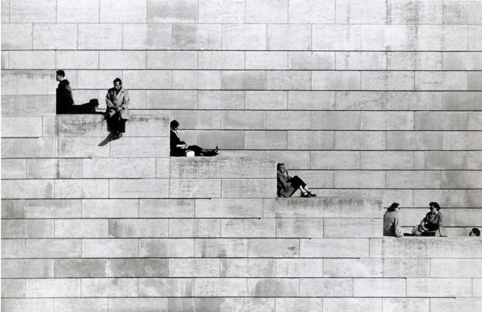 robert-doisneau-diagonal-steps-paris-1953-e1413032487518