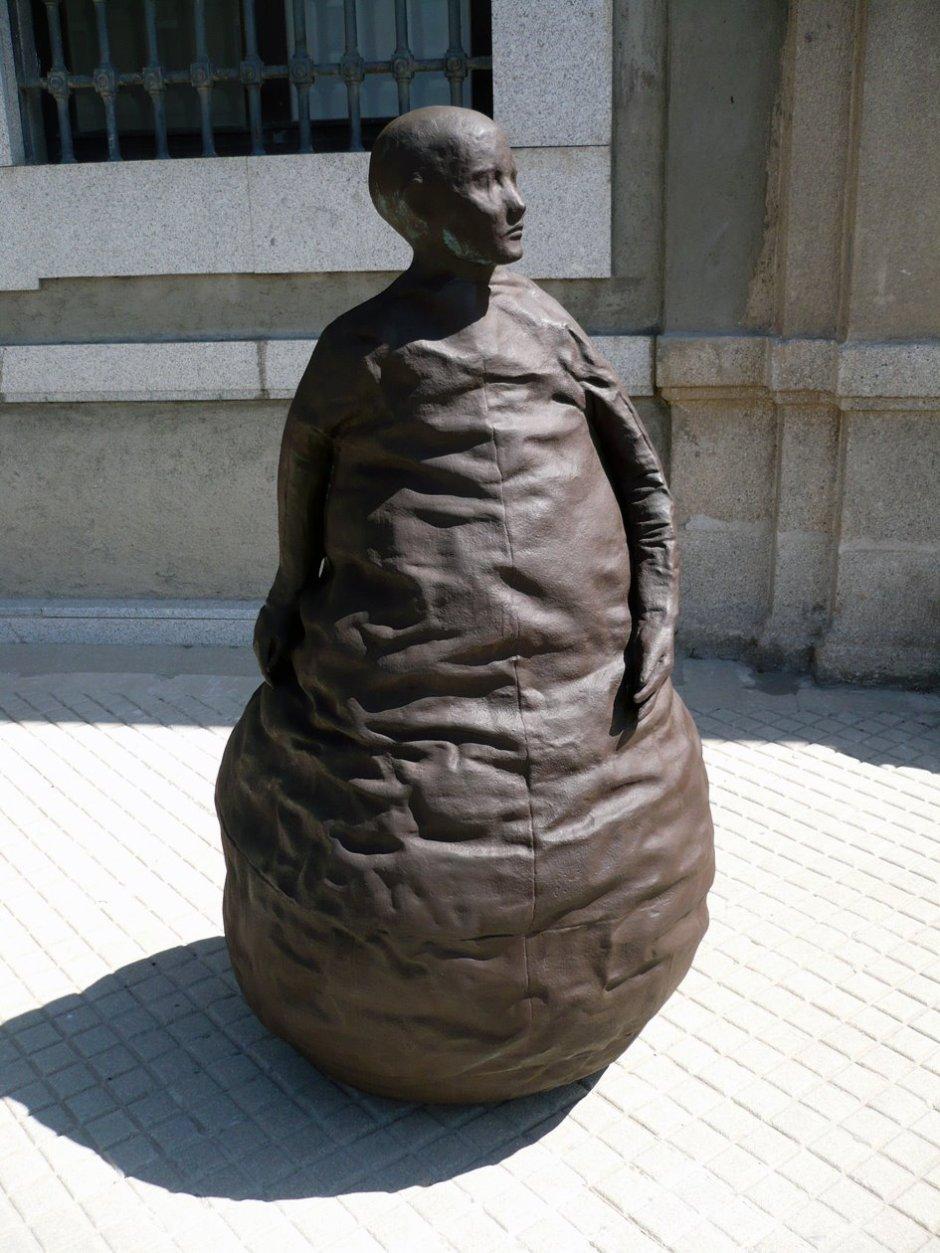 ESCULTURA DE JUAN MUÑOZ EN EL REINA