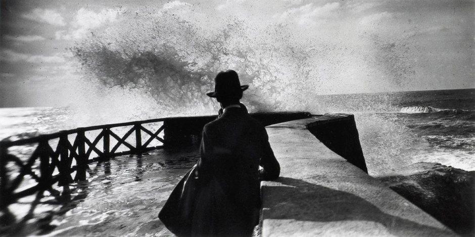 Jacques-Henri-Lartigue-Sala-au-rocher-de-la-vierge-Biarritz-1927