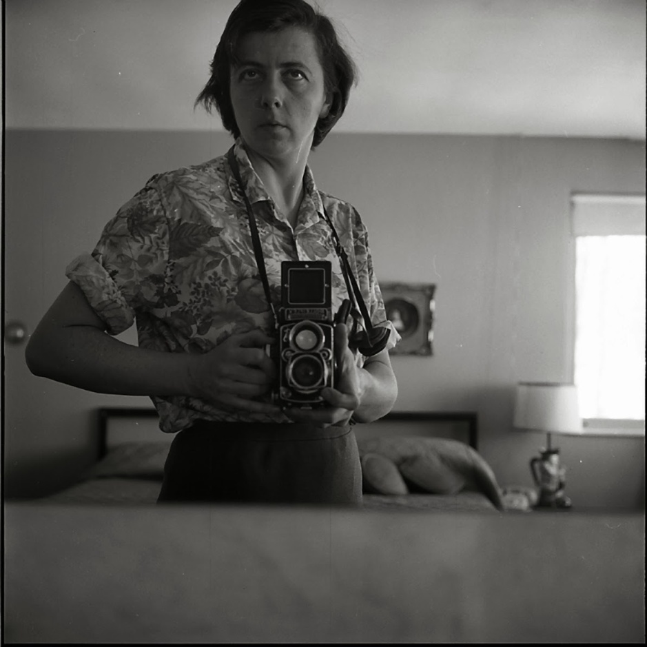 vivian_maier_highland_park_il_self_portrait_bedroom_mirror_1965