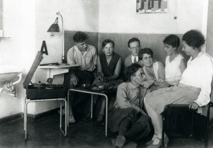 1928-students-bauhaus-dessau-440x306
